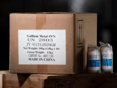 Kiste und Gallium Flaschen